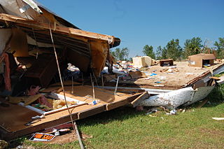 320px-FEMA_-_44747_-_Tornado_damage_to_a_mobile_home_in_Minnesota